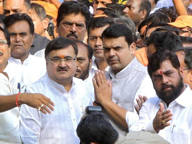 Maharashtra-CM-Devendra-Fadnavis-greets-PM-Narendra-Modi-after-the-swearing-in-ceremony-at-Wankhede-Stadium-in-Mumbai-Anshuman-Poyrekar-HT-photo