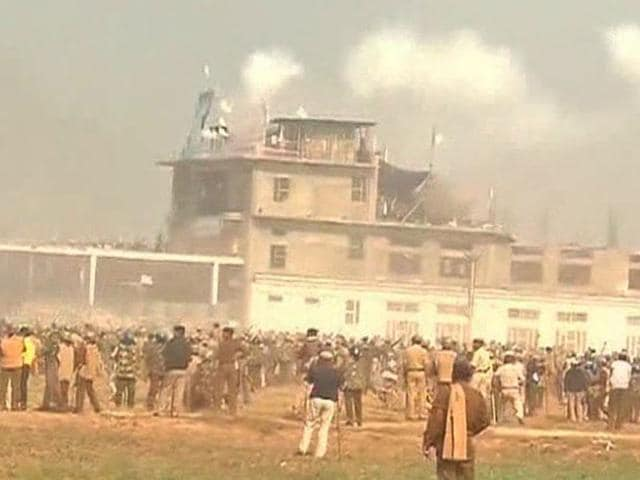 Clash in Hisar,Rampal,six people dead