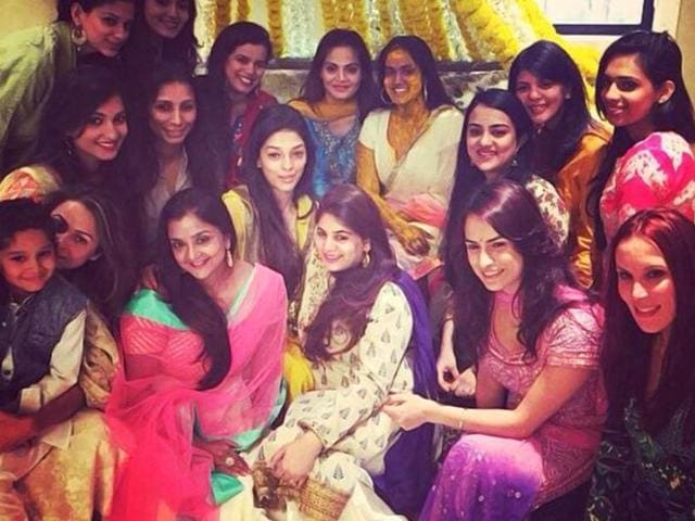 Arpita Khan with friends and family at the haldi ceremony. (Courtesy: Twitter)