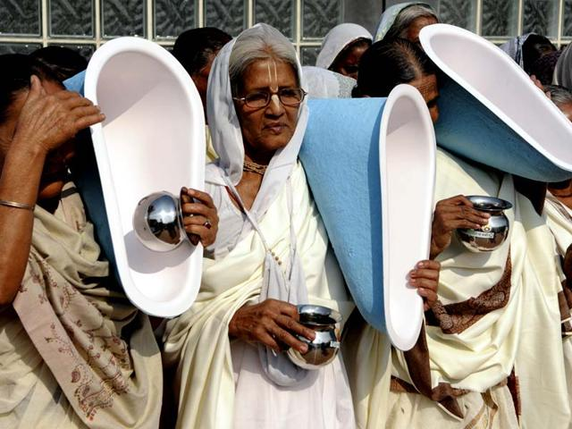 People-congregate-for-the-International-Toilet-Festival-during-World-Toilet-Day-at-Central-Park-in-New-Delhi-India-on-Tuesday-November-18-2014-Photo-Subrata-Biswas-Hindustan-Times