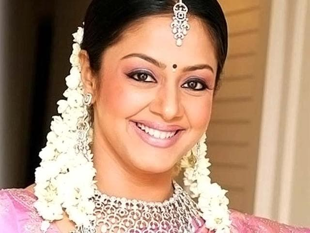 Jyothika-the-southern-actor-who-dominated-the-Tamil-film-industry-in-early-2000s-and-who-quit-after-the-birth-of-her-daughter-is-making-a-comeback-with-the-official-remake-of-Malayalam-hit-How-Old-Are-You-Jyothikasadanahh-facebook
