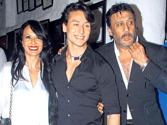 Ayesha-Shroff-with-her-family