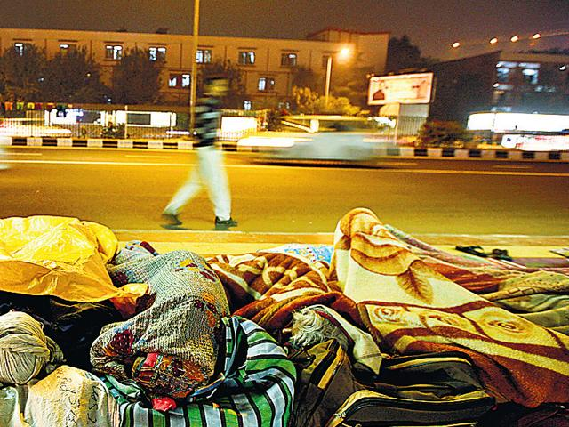 Shortage-of-shelters-force-many-homeless-people-to-sleep-out-in-the-open-Arun-Sharma-Ht-photo