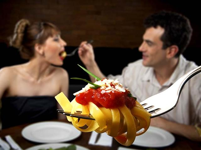 A-couple-that-eats-healthy-together-lives-longer-Shutterstock