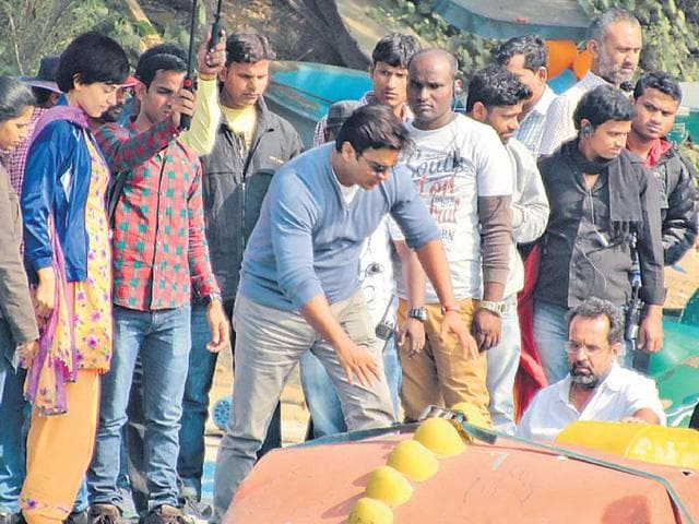 Anand L Rai and R Madhavan spotted in Delhi, shooting for Tanu Weds Manu 2. (Photo: Shivam Saxena/HT)