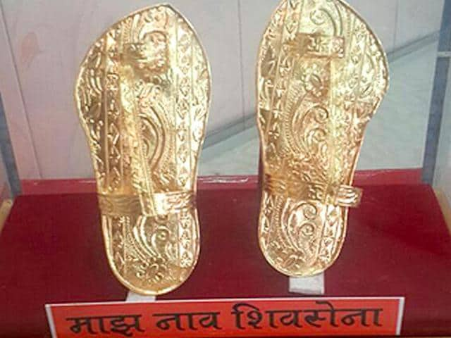Shiv-Sena-leader-to-wear-gold-chappals-after-9-years-to-celebrate-Narayan-Rane-s-loss-HT-photo