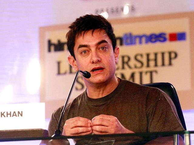 Aamir-Khan-relishes-some-litti-chokha-in-Patna-where-he-was-on-a-visit-to-promote-PK-Aamir-Khan-visited-Patna-and-Varansi-this-weekend-to-promote-his-upcoming-film-PK-Khan-s-character-in-PK-speaks-Bhojpuri-a-dialect-widely-spoken-in-the-two-cities