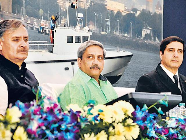 File-photo-MoS-defence-Rao-Inderjit-Singh-defence-minister-Manohar-Parrikar-and-Admiral-RK-Dhowan-at-a-Navy-function-in-Gurgaon-Parveen-Kumar-HT-Photo