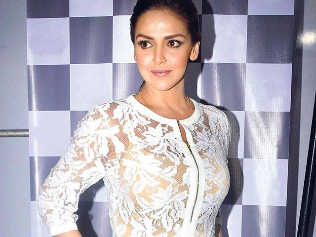 Esha-Deol-spotted-at-a-fashion-event-in-Mumbai-Photo-Yogen-Shah