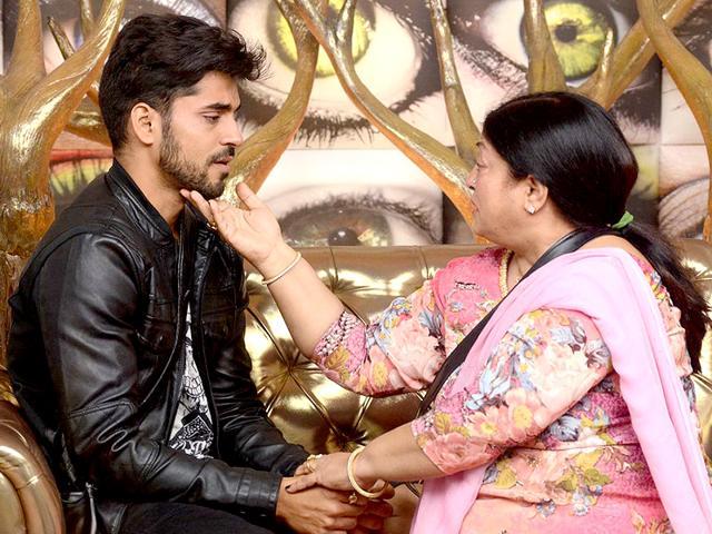 Gautam-Gulati-with-his-mom