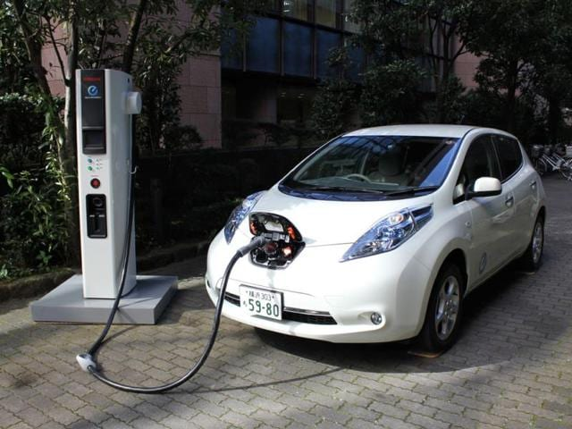 The-Leaf-is-on-course-to-become-the-top-selling-electric-car-of-2014-in-the-US-Photo-AFP