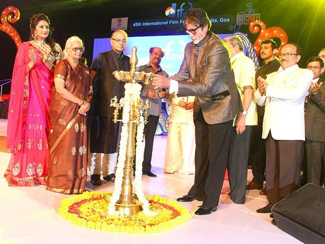 Amitabh-Bachchan-and-Rajnikant-with-Finance-Minister-and-Minister-of-Information-and-Broadcasting-Arun-Jaitley-Defense-Minister-Manohar-Parrikar-and-BJP-leader-Col-Rajvardhan-Rathore-at-the-45th-IFFI-2014-inauguration-ceremony-in-Panaji-Goa-IANS