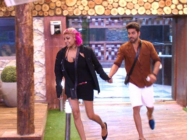 Diandra-Soares-dragging-Gautam-Gulati-out-of-the-house