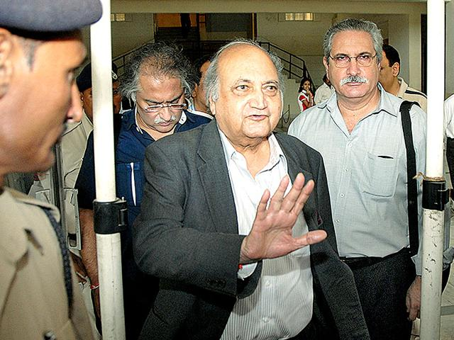 Former-chairman-of-Union-Carbide-India-Ltd-Keshub-Mahindra-walks-out-of-the-court-after-being-released-on-bail-HT-file-photo