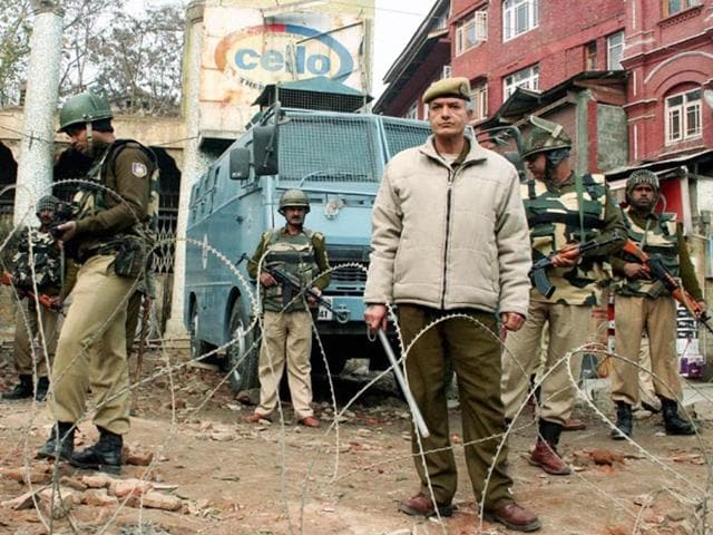 Security-officials-stand-guard-after-militants-hurled-grenades-in-Srinagar