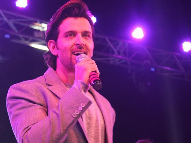 Bollywood actor Hrithik Roshan interacts with his fans in Indore. (Shankar Mourya/HT photo)