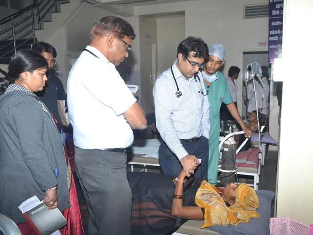 A-doctor-examines-the-victims-who-were-hospitalised-after-the-gas-leak-in-Mandideep-SC-Goyal-HT-photo