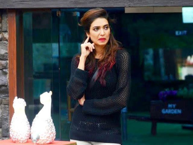 Upen-Patel-and-Karishma-Tanna-in-Bigg-Boss-8