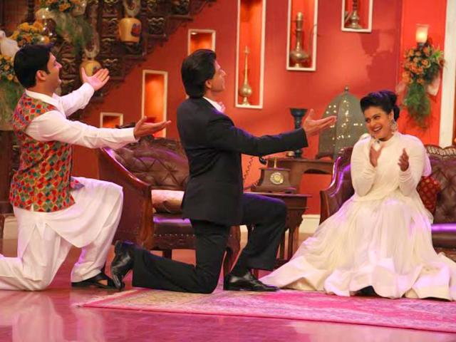 Kapil Sharma and Shah Rukh Khan try to woo Kajol on the sets of Comedy Nights with Kapil.