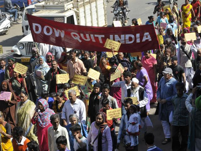 Bhopal gas NGOs accuse CBI of shielding Dow for bribery