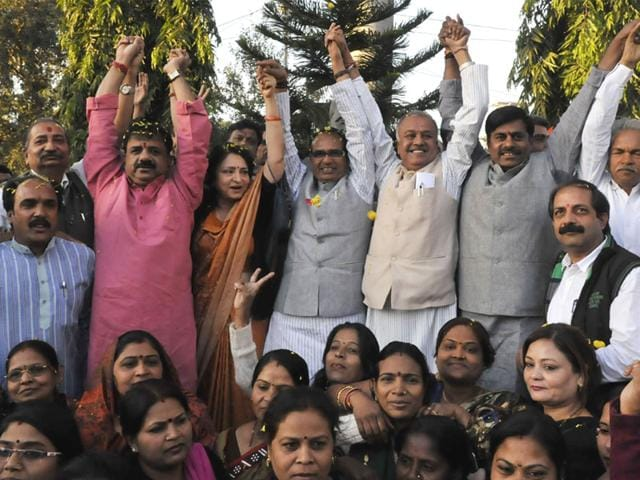 CM-Shivraj-Singh-Chouhan-and-MP-BJP-president-Nandkumar-Singh-Chauhan-celebrate-the-party-s-victory-in-civic-polls-with-other-party-leaders-in-Bhopal-Mujeeb-Faruqui-HT-photo