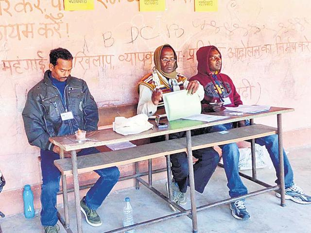 Slogans-to-boycott-Lok-Sabha-elections-have-not-been-erased-from-walls-of-Sundardih-Middle-School-in-Palkot-Gumla-district-This-booth-recorded-the-highest-voter-turnout-of-77-in-the-ongoing-Assembly-polls-HT-Photo