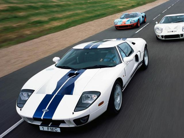 The-Ford-GT-pictured-with-its-illustrious-predecessors-Photo-AFP