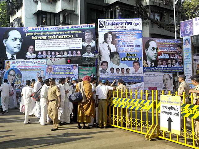 BMC, Mumbai cops finally act against illegal banners, 119 FIRs last month