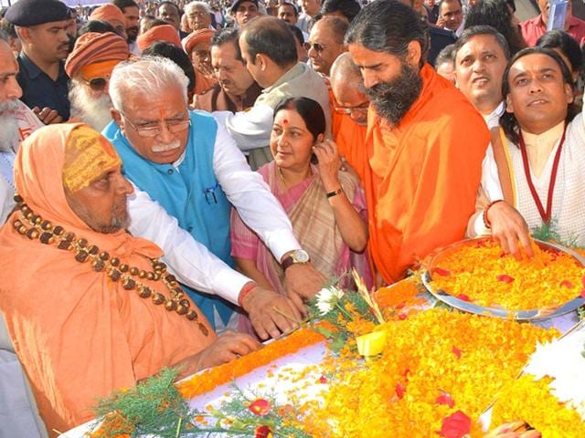 External-affairs-minister-Sushma-Swaraj-with-Haryana-chief-minister-Manohar-Lal-Khattar-and-Yoga-guru-Ramdev-in-New-Delhi-on-Sunday-PTI-Photo