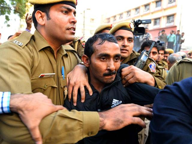 Police-escort-Uber-taxi-driver-and-accused-rapist-Shiv-Kumar-Yadav-following-his-court-appearance-in-New-Delhi-AFP-photo