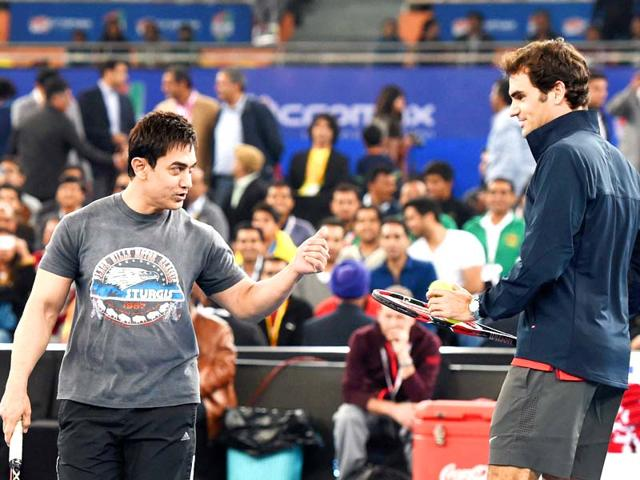 Roger Federer enthralled by PK poster,plans to watch the Aamir Khan-starrer
