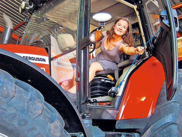 "Manon,Manon ""Tractor Girl"" Ossevoort,South Pole"