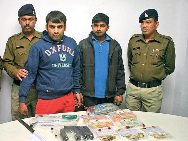 The-two-accused-of-inter-state-gang-of-thieves-in-police-custody-in-Bhopal-Bidesh-Manna-HT-photo