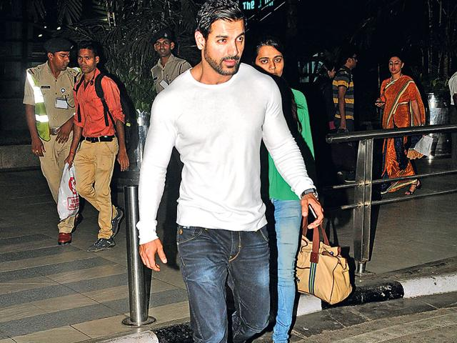 John-Abraham-s-look-in-Welcome-Back