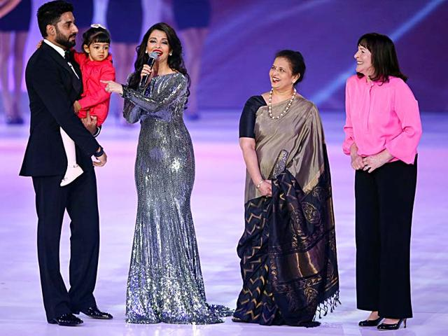 Former-Miss-World-Aishwarya-Rai-speaks-on-stage-with-husband-Abhishek-Bachchan-and-daughter-Aaradha-during-the-Miss-World-2014-final-AP-Photo