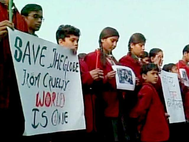 School-students-pay-tribute-to-victims-of-Peshawar-terror-attack-in-Kanpur-ANI-Photo