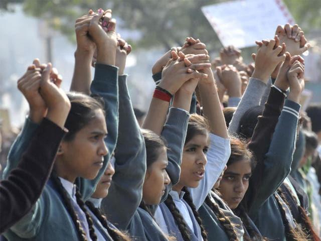 Students of Saraswati Vidya Mandir form a human chain to pay tribute to the victims of Peshawar school attack, in Bhopal. (Mujeeb Faruqui/HT photo)
