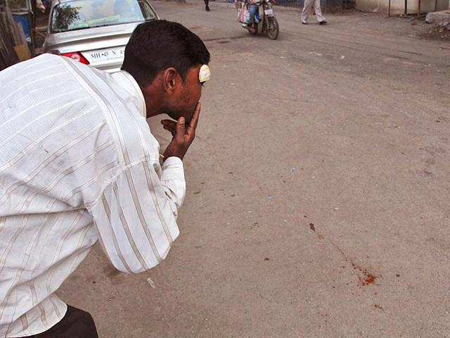 People-spit-on-the-road-in-Thane-Praful-Gangurde-HT-photo