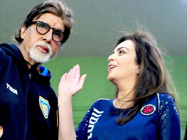 Cordial-matches-Amitabh-Bachchan-with-ISL-founding-chairperson-Nita-Ambani-during-a-semifinal-match-of-the-Indian-Super-League-in-Chennai-PTI-Photo