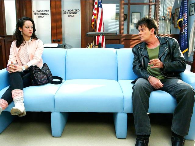 Hayley-Orrantia-as-Erica-Goldberg-and-Charlie-Sheen-as-Boy-in-the-Police-Station-on-The-Goldbergs