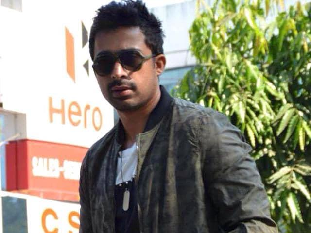Rannvijay-Singha-poses-for-shutterbugs-before-Roadies-X2-auditions-in-Delhi