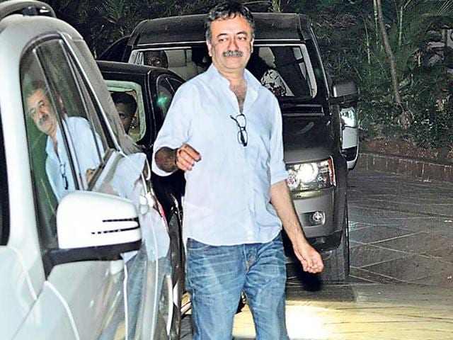 Rajkumar-Hirani-arrives-at-the-succes-bash-of-his-film-The-party-was-oprganised-by-Ranbir-Kapoor-Photos-Viral-Bhayani