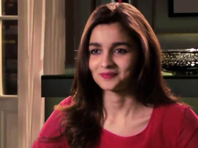 Could-she-be-any-more-cute-Alia-Bhatt