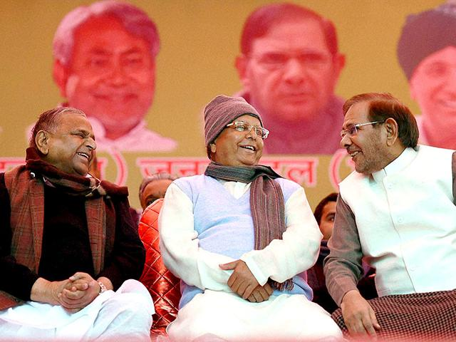 Samajwadi-Party-chief-Mulayam-Singh-with-RJD-supremo-Lalu-Prasad-and-JD-U-chief-Sharad-Yadav-share-the-dais-at-Jantar-Mantar-in-New-Delhi-PTI-Photo