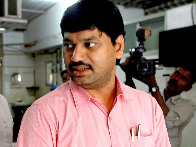 Maharashtra: NCP leader Dhananjay Munde car stoned in Beed