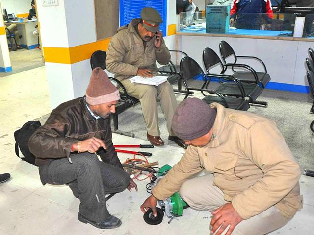 Police-officials-look-for-clues-at-Canara-Bank-in-Noida-Sector-6-HT-photo