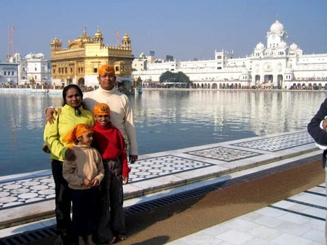 Raghupathy-Vaidyanathan-poses-with-his-family-at-the-Golden-Temple-in-Amritsar-HT-Photo