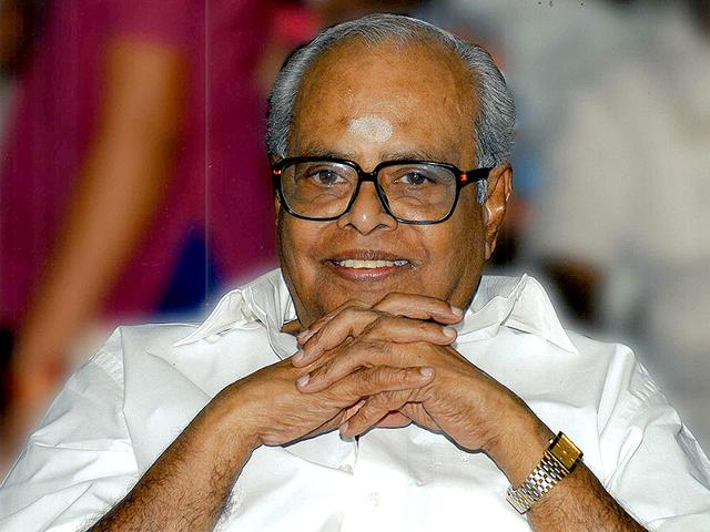 Balachander-has-over-150-films-to-his-credit-including-Aval-Ora-Thodar-Kathai-Avargal-Varumayin-Niram-Sigappu-and-47-Natkal