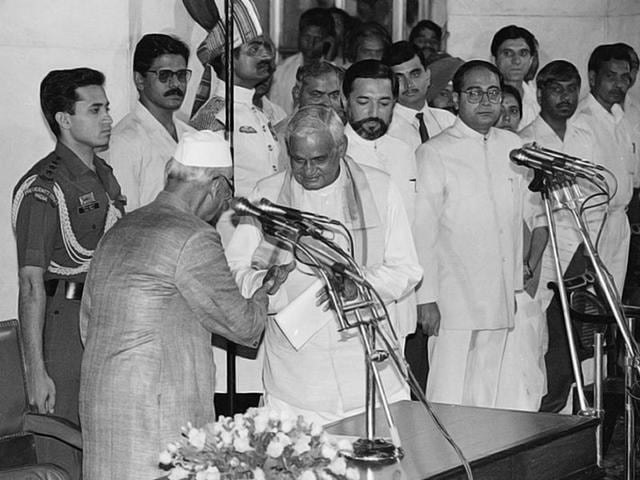 Atal Bihari Vajpayee being sworn in as the prime minister by then President Shankar Dayal Sharma in 1996. (SN Sinha/HT Photo)