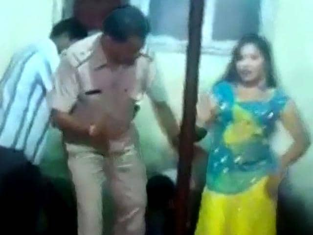 Gujarat policeman,Gujarat cop with bar girl,Gujarat cops dances with bar girl